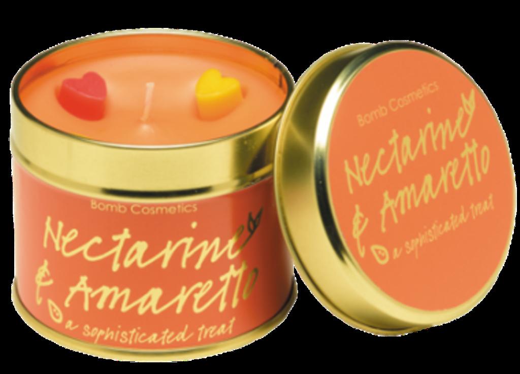 Fotografie Bomb Cosmetics Nektarinka a Amareto Vonná přírodní, ručně vyrobena svíčka v plechové dóze hoří až 35 hodin