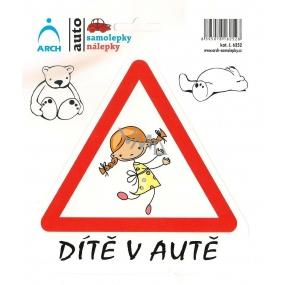 Arch Autosamolepka Dítě v autě veselá holka 6252 15 x 17 cm