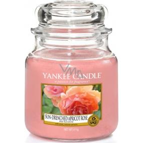 Yankee Candle Sun Drenched Apricot Rose - Vyšisovaná meruňková růže vonná svíčka Classic střední sklo 411 g
