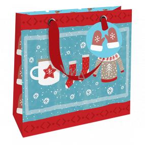 Nekupto Dárková papírová taška luxusní 18 x 16 cm Vánoční zimní oblečení WLIS 1972