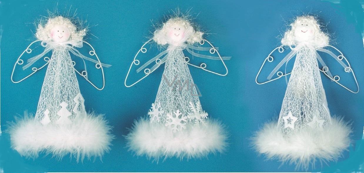 Anděl bílý s peříčkem na postavení s drátěnými křídly 20 cm 1 kus