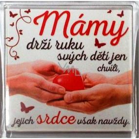 Nekupto Veselé magnetky 011 Mámy drží ruku svých dětí jen chvíli, jejich srdce však navždy 6 x 6 cm