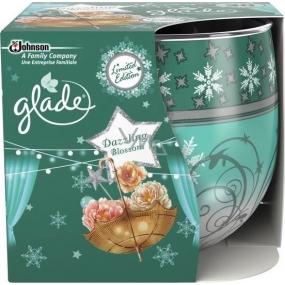 Glade by Brise Dazzling Blossom vonná svíčka ve skle 120 g