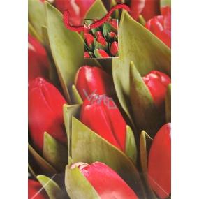 Nekupto Dárková papírová taška střední 427 30 BL červené tulipány 32,5 x 26 x 13 cm