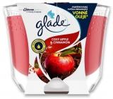 Glade Maxi Cosy Apple & Cinnamon s vůní jablka a skořice vonná svíčka ve skle, doba hoření až 52 hodin 224 g