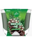 Glade by Brise Nordic Crisp Pine s vůní borovice, jalovce a jmelí vonná velká svíčka ve skle, doba hoření až 52 hodin 224 g