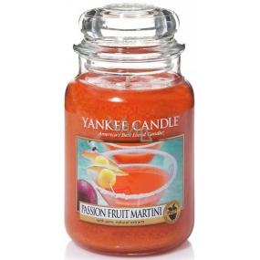 Yankee Candle Passion Fruit Martini - Tropický koktejl s Martini vonná svíčka Classic velká sklo 623 g