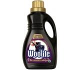 Woolite Dark Black & Denim tekutý prací prostředek s keratinem na tmavé a černé prádlo 15 dávek 0,9 l