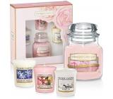 Yankee Candle Mothers Day - Den matek Blush Bouquet - Růžová kytice vonná svíčka Classic malá sklo 104 g + Midnight Jasmine - Půlnoční jasmín + Fresh Cut Roses - Čerstvě nařezané růže + Vanilla - Vanilka votivní svíčka 3 x 49 g, dárková sada
