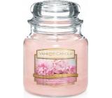 Yankee Candle Blush Bouquet - Růžová kytice vonná svíčka Classic střední sklo 411 g