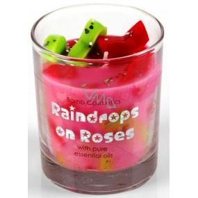 Bomb Cosmetics Kapky deště - Raindrops on Roses Vonná přírodní, ručně vyrobena svíčka ve skle hoří až 35 hodin