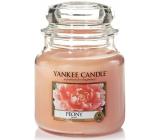 Yankee Candle Peony - Pivoňka vonná svíčka Classic střední sklo 411 g