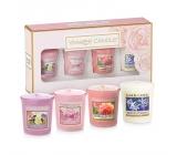 Yankee Candle Mothers Day - Den matek Floral Candy - Dortík s květy + Blush Bouquet - Růžová kytice + Sun Drenched Apricot Rose - Vyšisovaná meruňková růže + Midnight Jasmine - Půlnoční jasmín votivní svíčka 4 x 49 g, dárková sada