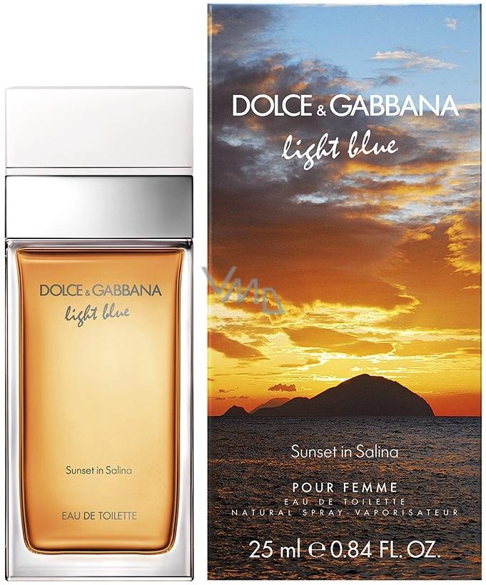773e33bf3 EdT s rozprašovačem, potěšení z vychutnávání si sklenice vína Malvasia za  soumraku na terase. Dolce & Gabbana Light Blue Sunset in Salina toaletní  voda ...
