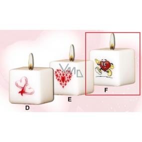 Lima Valentýnská svíčka Běžící srdce svíčka s obtiskem bílá krychle 45 x 45 mm 1 kus