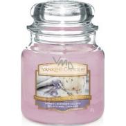 Yankee Candle Honey Lavender Gelato - Levandulová zmrzlina s medem vonná svíčka Classic střední sklo 411 g