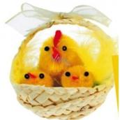 Košíček pletený přírodní s plyšovýmí kuřátky 1 ks, 5 cm