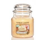 Yankee Candle Vanilla Cupcake - Vanilkový košíček vonná svíčka Classic střední sklo 411 g