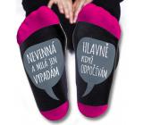 Nekupto Rodinné dárky s humorem Ponožky Nevinná a milá jen vypadám. Hlavně když odpočívám, velikost 39-42