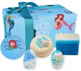 Bomb Cosmetics Part Time Mermaid šumivý balistik do koupele 2 x 160 g + glycerinové mýdlo 100 g + špalíček do koupele 2 x 50 g, kosmetická sada