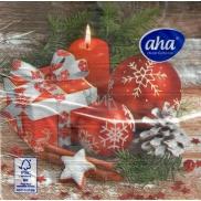 Aha Vánoční papírové ubrousky Červené ozdoby, dárek a svíčka 3 vrstvé 33 x 33 cm 20 kusů