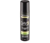TRESemmé Shine Reviver Day 2 suchý sprej na vlasy v podobě lesku, pro rychlé osvěžení, hydrataci 100 ml