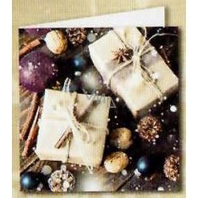 Nekupto Vánoční kartičky na dárky bílý balíček, ořechy, šišky 6,5 x 6,5 cm 6 kusů